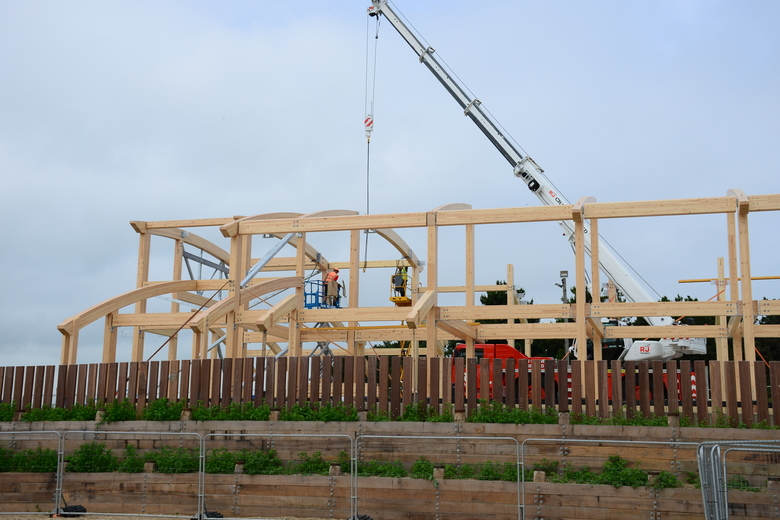 Beams for the main roof of the boat hall going in