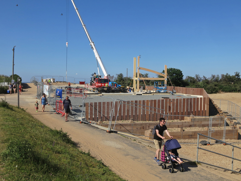 Quick progress on the first day of erecting the frame