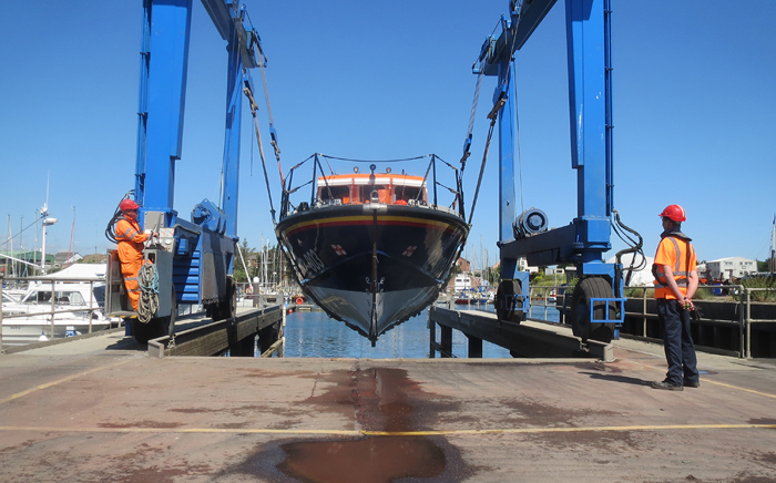 Wells Lifeboat is lifted at Lowestoft Haven Marina for onward transport by road, 3/7/15
