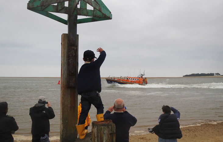 Waving to the crew, 29 May 2014