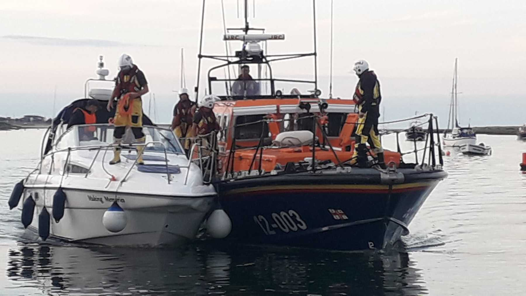 Lifeboat bringing 'Making Memories' up to the quay, 17/9/21